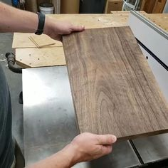 Tips for Making Great Cutting Boards Woodworking Hand Tools, Woodworking Shop, Woodworking Crafts, Woodworking Plans, Woodworking Jigsaw, Unique Woodworking, Woodworking Equipment, Woodworking Techniques, Popular Woodworking