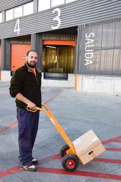 Daniel, nuestro transportista. Se conoce todo Madrid de palmo a palmo | La Huerta de la Fundación