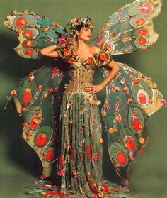 Make butterfly costume yourself: DIY guide - Abete - - Schmetterling Kostüm selber machen: DIY-Anleitung Make butterfly costume yourself ♥ Romance of the Maiden ♥ vintage fairy costume so pretty NO idea of artist but i think its all just fabric. Butterfly Halloween Costume, Halloween Kostüm, Halloween Costumes, Halloween Dress Up Ideas, Fairy Costumes, Theatre Costumes, Carnival Costumes, Vintage Halloween, Halloween Makeup
