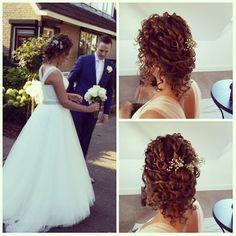 #bruidskapsel #bruid #bruiloft #lilitflowershairstyling #trouwen #feest #bloemeninjehaar #bloemen #gypsophila #gipskruid #flowers #flowersinmyhair #babysbreath #updo #hairdo #hairstyling #wedding #weddinghair #marriage #ido #lovemyjob #chignion #happybride #curls #curlyhair #losopgestoken  #krullen #party #spijkenisse #nederland