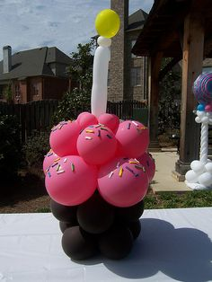 Balloon Cupcake....perfect for our birthday theme !!!!