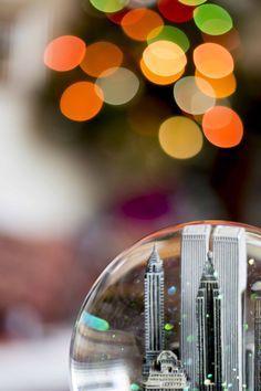 Manhattan - glitter globe featuring the Twin Towers.
