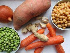 Vegan kochen: Kokos-Kichererbsen-Eintopf #rezept #vegan Carrots, Potatoes, Vegetables, Food, Soups And Stews, Griffins, Vegan Products, One Pot Meals, Carrot