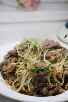 생일상차림 집들이 음식에 좋은 차돌박이숙주볶음. 오늘은 특별한날 아니에요~~ 그냥 주말 저녁~ 외식은 한... Korean Diet, Korean Food, Asian Recipes, Healthy Recipes, Ethnic Recipes, Healthy Food, Vegetable Seasoning, Cooking On The Grill, Food Plating
