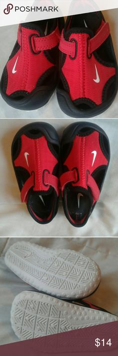 f82ed5a33 Baby Nike Sandals Nike Infant size 4c Red & Black Excellent condition! Pet  free &