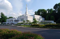 Louisville Temple Crestview, Kentucky I took this VERY photograph nearly 5 yrs. ago!!