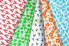 Green & orange kids animal cotton fabric set with swallows, kangaroos, apples, pears & lobsters / Zestaw dziecięcy