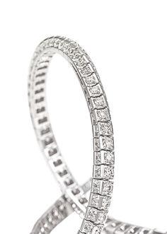 Bracciale Futura in bianco e diamanti taglio brillante a scalare. #crieri #crierigioielli #diamanti #anellodiamanti #anello #lusso #diamonds #madeinitaly #jewels #jewelry #futura #jewelryinnovation #luxury #tennisdiamonds