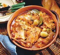 Stifado ca la greci Paella, Curry, Meat, Chicken, Whole30, Ethnic Recipes, Food, Curries, Meals