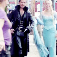 Colin O'Donoghue & Georgina Haig having fun on the set of OUAT ^^HE LITERALLY JUST KICKED HIS HEELS TOGETHER