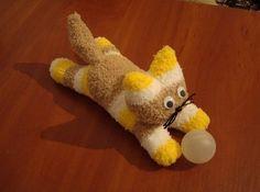 Wenn Sie Katzen mögen, dann ist diese Anleitung für Sie. Sie können eine schöne Katze aus Socken selber machen. Hier finden Sie die Anleitung dafür.