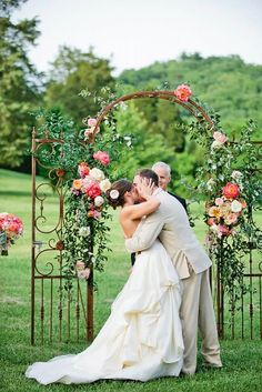 21 beautiful wedding arch ideas with flowers 4 These are so gorgeous!!!