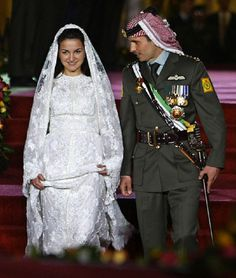 Jordan's Crown Prince Hamzeh bin al Hussein walks with his bride Princess Noor during their wedding at Zahran Palace, in Amman, 27 May 2004.