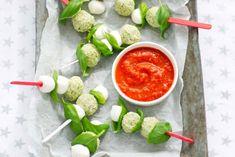Kijk wat een lekker recept ik heb gevonden op Allerhande! Kerstballetjes met tomatensaus
