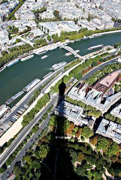 اطلالة من الأعلى على نهر السين في باريس
