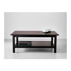 IKEA - HEMNES, Sofabord, hvid bejdse, , Massivt træ føles naturligt.Separat hylde til magasiner osv. hjælper dig med at holde orden i tingene og gi'r plads på bordet. Mål 118 x 75 cm Pris 449,- indtil august ellers 699,-