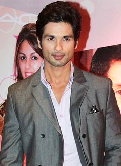 I enjoyed working with Sonakshi and she is a friend, says Shahid Kapur! - http://www.bolegaindia.com/gossips/I_enjoyed_working_with_Sonakshi_and_she_is_a_friend_says_Shahid_Kapur-gid-37070-gc-6.html