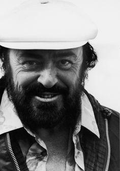 Pavarotti http://www.vogue.fr/culture/a-ecouter/diaporama/la-playlist-de-benjamin-clementine/15738/image/872595#!pavarotti