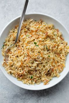 easy rice pilaf This perfect rice pilaf is easy to make and turns out perfect every time! It's so simple and flavorful, you'll crave it at least once a week! Rice Side Dishes, Pasta Dishes, Simple Rice Dishes, Easy Rice Pilaf, Rice Pilaf With Orzo, Greek Rice Pilaf, Side Dish Recipes, Dinner Recipes, Dinner Ideas