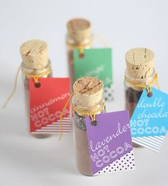 There's nothing more comforting than a cup of hot cocoa. You can make the favor more visually appealing if you mix it with marshmallows and place the mixture in a clear container. And check out these adorable DIY hot cocoa favors. Homemade Wedding Favors, Inexpensive Wedding Favors, Wedding Shower Favors, Cheap Favors, Baby Shower Favors, Diy Favours, Little Presents, Do It Yourself Wedding, Edible Gifts