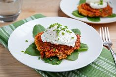 Karen--a whole quinoa dinner at Mom's--get ready! Quinoa Cakes with Roasted Red Pepper and Walnut Pesto, Goat Cheese and a Poached Egg Egg Recipes, Great Recipes, Favorite Recipes, Pepper Recipes, Easter Recipes, Quinoa Cake, Walnut Pesto, Vegetarian Recipes, Healthy Recipes