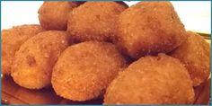 Croquetas de castañas de Galicia /  350 gr. de castañas peladas .    2 yemas de huevo .    150 cc. de leche .    150 cc. de agua .    50 gr. de mantequilla .    70 gr. de azúcar ..    Harina, huevo y pan rallado Home Recipes, Great Recipes, Snack Recipes, Favorite Recipes, Snacks, Just Cooking, Blue Cheese, Four, Appetizers For Party