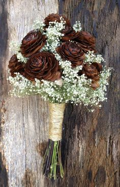 A simple winter wedding bouquet of pine cones and dried babys breath with your choice of stem wrap in satin ribbon colors, up-cycled coffee bag burlap or sisal twine. I could even paint the pine cones or even just the tips Diy Wedding Bouquet, Rustic Bouquet, Diy Bouquet, Pinecone Bouquet, Bridal Bouquets, Wedding Ring, Pine Cone Art, Pine Cone Crafts, Pine Cone Decorations