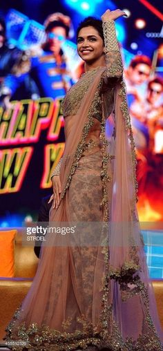 Indian Bollywood actress Deepika Padukone gestures during a promotional event for the forthcoming Hindi film 'Happy New Year' directed by Farah Khan and produced by Gauri Khan with music directtion by Vishal & Shekhar in Mumbai on late September Saris, Indian Bollywood Actress, Bollywood Fashion, Bollywood Saree, Bollywood Suits, Bollywood Images, Indian Dresses, Indian Outfits, Indian Clothes