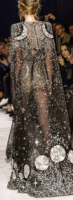 26 trendy ideas for high fashion couture runway Alexander McQueen - 26 trend . - 26 trendy ideas for high fashion couture runway Alexander McQueen – 26 trend …… 26 trendy i - Ohh Couture, Couture Fashion, Runway Fashion, Womens Fashion, Outfit Designer, Fashion Week, High Fashion, Fashion Show, Fashion Cape