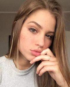 Piercings Bonitos, Cute Nose Piercings, Selfie Poses, Foto Instagram, Peircings, Piercing Tattoo, Be My Bridesmaid, Pretty Makeup, Tumblr Girls