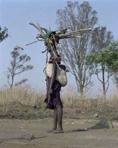 Photos of Living Sculptures Juxtapose African Farm Workers and Native Plants and Vegetables Viviane Sassen, Mursi Tribe, Floral Fashion, Mother And Child, Native Plants, Love Photography, African Art, Bradley Mountain, Sculptures