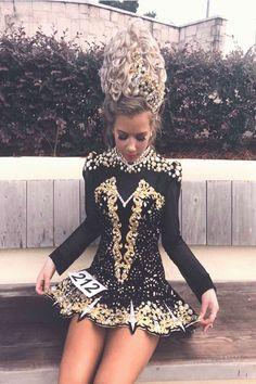 Top dance dresses 2019 Source by dance dress Latin Dance Dresses, Ballroom Dance Dresses, Irish Step Dancing, Dance Costumes, Irish Costumes, Dream Dress, Costume Design, Designer Dresses, Fashion Dresses
