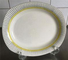 """Annons på Tradera: Uppläggningsfat """"Pigg"""" av Kjell Blomberg Upsala Ekeby/Gefle 1953-1969 Bra skick Pie Dish, Retro Vintage, Cups, Ceramic Art, Mugs"""