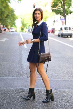 trendy_taste-look-outfit-street_style-ootd-blog-blogger-fashion_spain-moda_españa-fashion_pills-mono-overall-booties-botines-azul-blue-casual-13