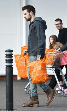 Liam at Sainsbury in London - 27/11/16