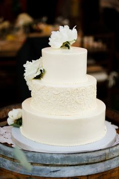 Beautiful, simple, and classic wedding cake {Anna Sawin Photography}