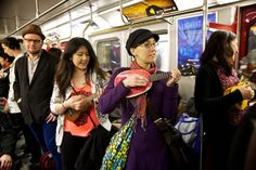 Gang of ukulele players brightens up Toronto's morning subway commute | Grist