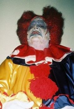 Evil clown with haughty attitude Creepy Clown, Scary Halloween, Types Of Clowns, Haunted Images, Creepy Photos, Send In The Clowns, Clowning Around, Evil Clowns, Weird Art
