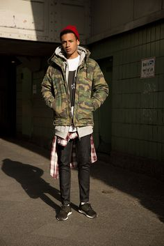 Pull&Bear unveiled its new Fall/Winter 2015 campaign, captured by photographer Virgili Jubero in some of the most cool neighborhoods around the world. The collection shows a trend characterized by a mix of ethnic and bohemian inspirations.