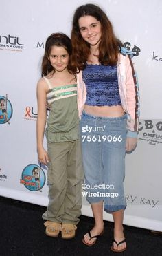 This is so cute! Laura and Vanessa Marano #austinandally #switchedatbirth