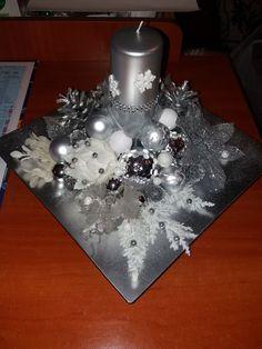 stroik srebrno - biały Wall Christmas Tree, Christmas Tea, All Things Christmas, Christmas Crafts, Christmas Ornaments, Christmas Table Centerpieces, Xmas Decorations, Snow Crafts, Diy Crafts