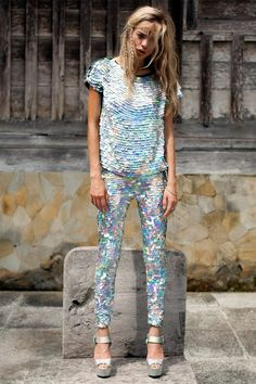 All the sequins from UK brand Rosa Bloom. Look Fashion, High Fashion, Womens Fashion, Fashion Design, Silvester Party Outfit, Sequin Outfit, Sequin Dress, Party Kleidung, Sequin Leggings