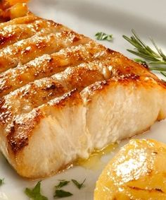 Robalo ao forno assado com batatas Fantastic with goat's cheese, sausages or cold meats No Salt Recipes, Light Recipes, Other Recipes, Cooking Recipes, Healthy Recipes, Good Food, Yummy Food, Portuguese Recipes, Fish Dishes