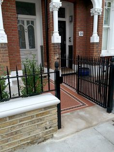 Cast iron style black railings and a half height yellow stone wall in a recently completed London Front Garden project. Modern Garden Design, Terrace Design, Patio Design, Wall Design, Contemporary Garden, Victorian Front Garden, Victorian Terrace, Cast Iron Railings, Terrace Tiles