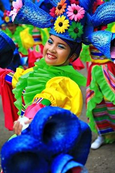☆ Zamboanga Hermosa Festival ☆ make costumes from paper, paper bags, and other colorful anything you have . then let the kids have a festival in the yard Happy Colors, All The Colors, Vibrant Colors, True Colors, Taste The Rainbow, Over The Rainbow, We Are The World, People Of The World, World Of Color