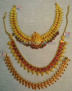 Latest Indian Jewellery designs and catalogues in gold diamond and precious stones Jewelry Design Earrings, Gold Jewellery Design, Necklace Designs, Diamond Jewellery, Jewelry Accessories, Gold Jewelry Simple, 18k Gold Jewelry, Jewelery, Simple Necklace