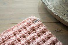 Virtasia: Virkattu tiskirätti bambulangasta Blanket, Rugs, Crochet, Handmade, Diy, Decor, Crochet Hooks, Decoration, Blankets