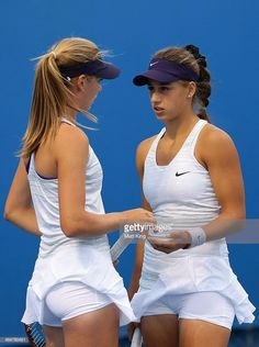 Katie Boulter of Great Britain and Ivana Jorovic of Serbia talk. Female Volleyball Players, Tennis Players Female, Tennis Shirts, Tennis Clothes, Katie Boulter, Hottie Women, Belle Nana, Foto Sport, Tennis Pictures