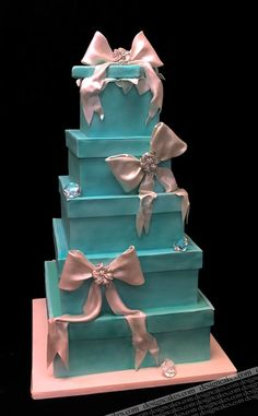 I thought I was sick of the whole Tiffany-box-colored/inspired cake thing, but the masterful bows and big diamonds (I wonder if they're edible) take this cake to a whole new level of awesome.
