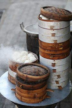 Steamed Buns, Baw, Dumplings however you call them, they are delish. Chinese Street Food, Chinese Food, Chinese Style, Dim Sum, Chinese Breakfast, Steamed Buns, Food Design, Food Styling, Asian Recipes